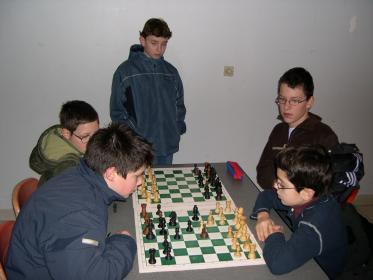 Même entre les parties ils jouent aux échecs!!!