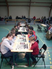 Léonore à la table 01 contre Jean-Meunier